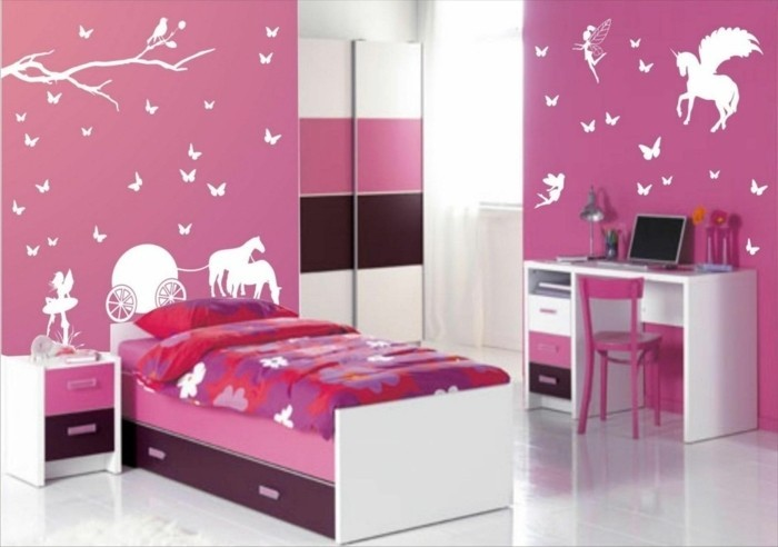 deco-chambre-fille-en-blanc-marron-et-rose-comme-couleur-prédominante-une-chambre-fille-glamour
