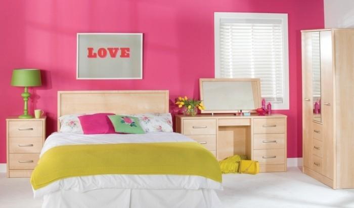 deco-chambre-fille-murs-en-rose-et-en-blanc-armoire-lit-et-coiffeuse-en-bois