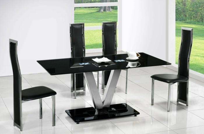 deco-salle-a-manger-blanche-avec-des-chaises-et-table-noirs