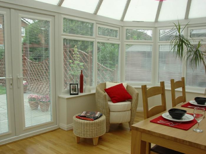 déco-véranda-aménagée-en-salle-à-manger-design-simple-et-esthétique