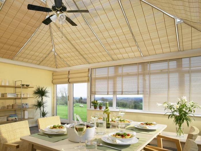 deco-veranda-faite-avec-beaucoup-de-finesse-veranda-aménagée-en-salle-à-manger-très-lumineuse