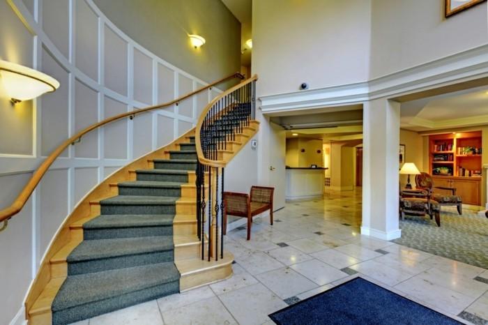 escalier-moderne-escalier-en-bois-idée-tapis-escalier-en-vert