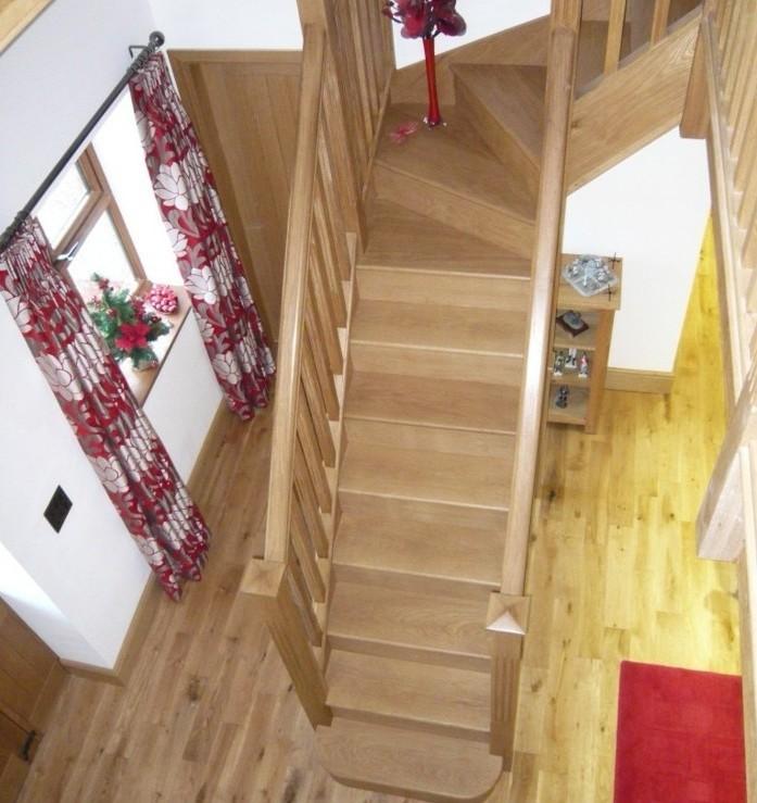 escalier-moderne-escalier-mignon-escalier-quart-tournant-haut-en-bois
