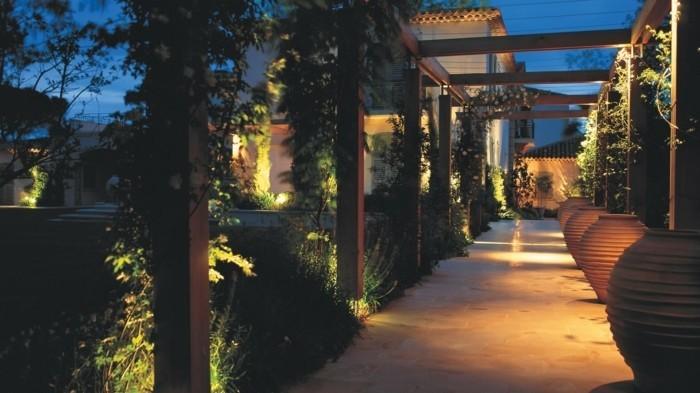 pergola-de-jardin-moderne-tonnelle-de-jardin-végétalisée-maison-de-luxe