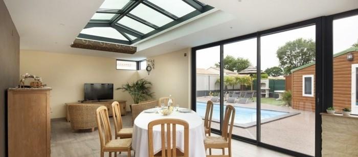 véranda-mixte-alu-verre-véranda-modele-véranda-aménagée-en-salle-à-manger-veranda-alu-noire-veranda-lumineuse