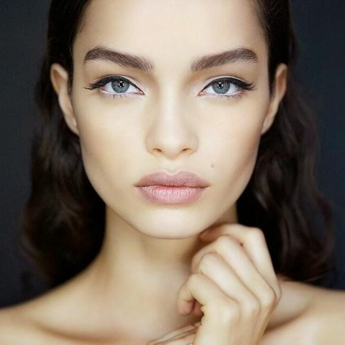 3-apprendre-a-se-maquiller-les-yeux-bleus-maquillage-bleu-yeux-marrons