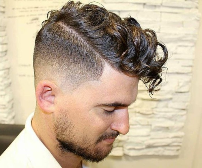 Cheveux boucles homme arabe