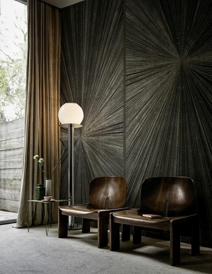 31-Papier peint pour couloir en noir. Deux fauteuils.