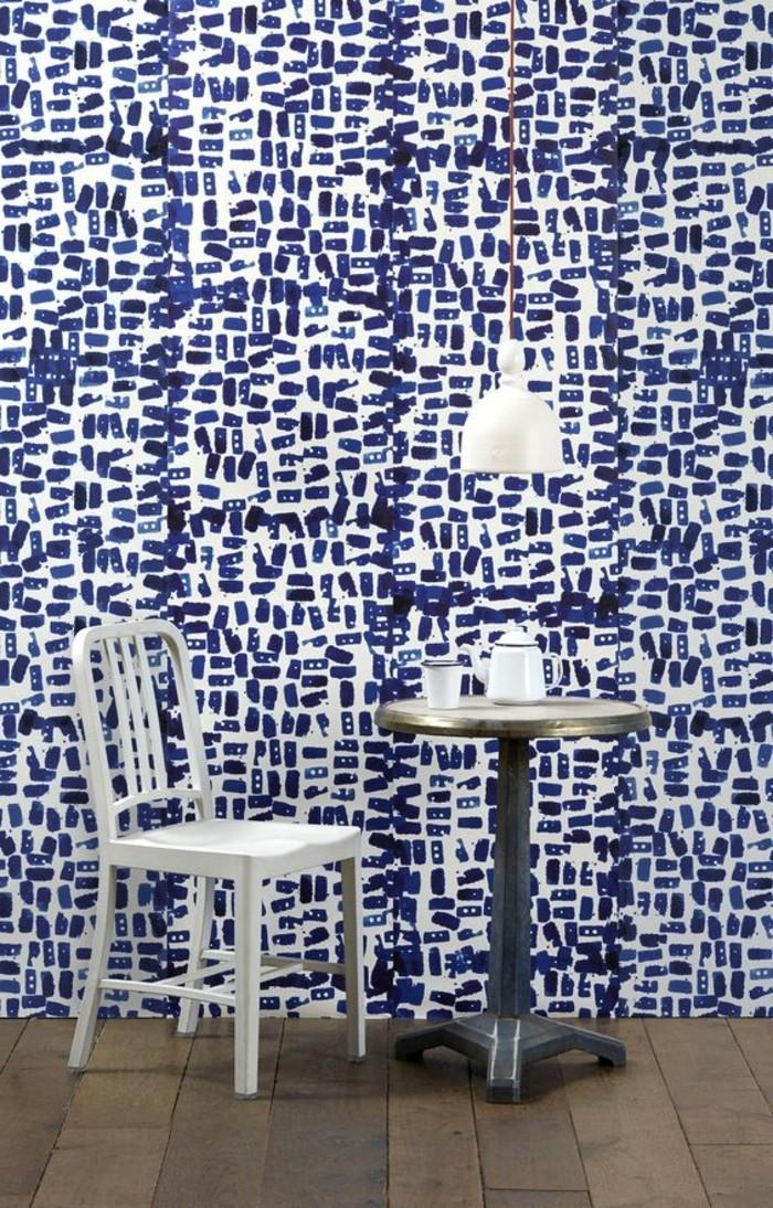 32-Papier peint pour couloir en noir, en bleu et en blanc.