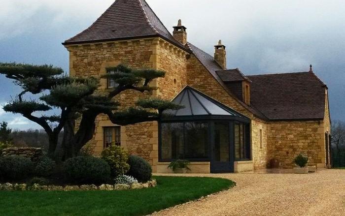 akena-veranda-design-élégant-et-raffiné-veranda-qui-abrite-un-jardin-d-hiver