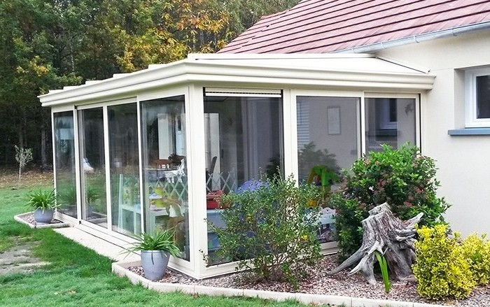 akena-veranda-en-aluminium-modèle-de-veranda-simple-couleur-ivoire
