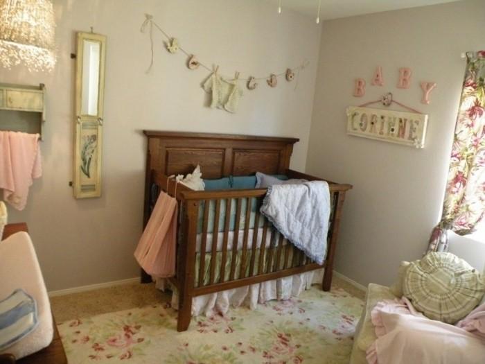 deco-chambre-bebe-fille-peinture-chambre-bebe-ivoire-lit-bébé-en-bois-belle-déco-murale