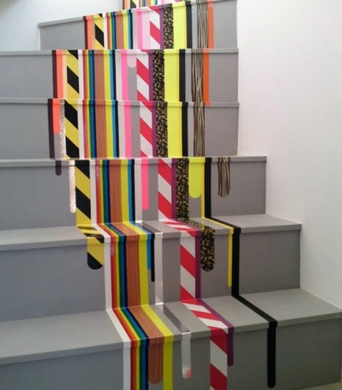 idee-comment-repeindre-un-escalier-escalier-à-bandes-multicolotres-idée-très-créative
