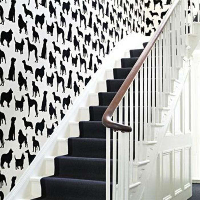 idee-deco-escalier-admirable-convenable-pour-les-amateurs-des-animaux-déco-murale-intéressante-tapis-escalier-en-couleur-foncée