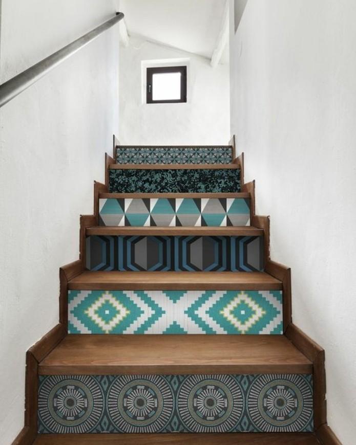 idee-pour-repeindre-un-escalier-idée-peinture-escalier-bois-à-motifs-géométriques