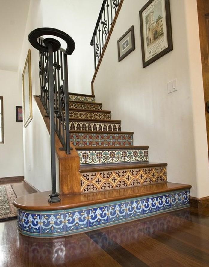 idee-pour-repeindre-un-escalier-contremarches-à-motifs-floraux-une-touche-oriental-pour-votre-maison