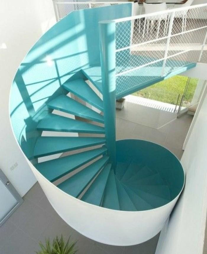 joli-escalier-moderne-marches-couleur-aquamarine-design-élégant