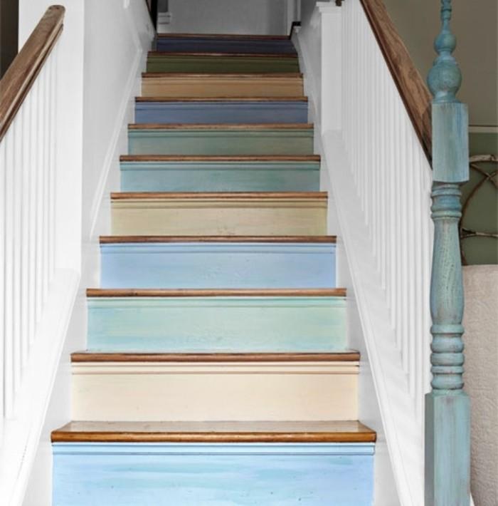 peinture-escalier-bois-magnifique-idée-pour-renover-un-escalier-en-bois-marches-peintes-en-couleurs-variées
