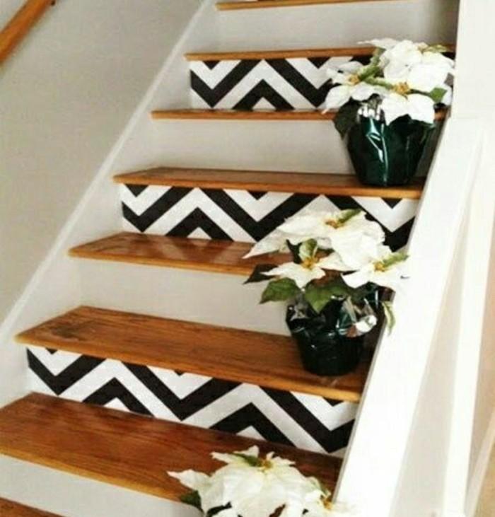 renovation-escalier-en-bois-peinture-escalier-bois-deco-contremarches-à-motifs-géométriques-fleurs-comme-déco