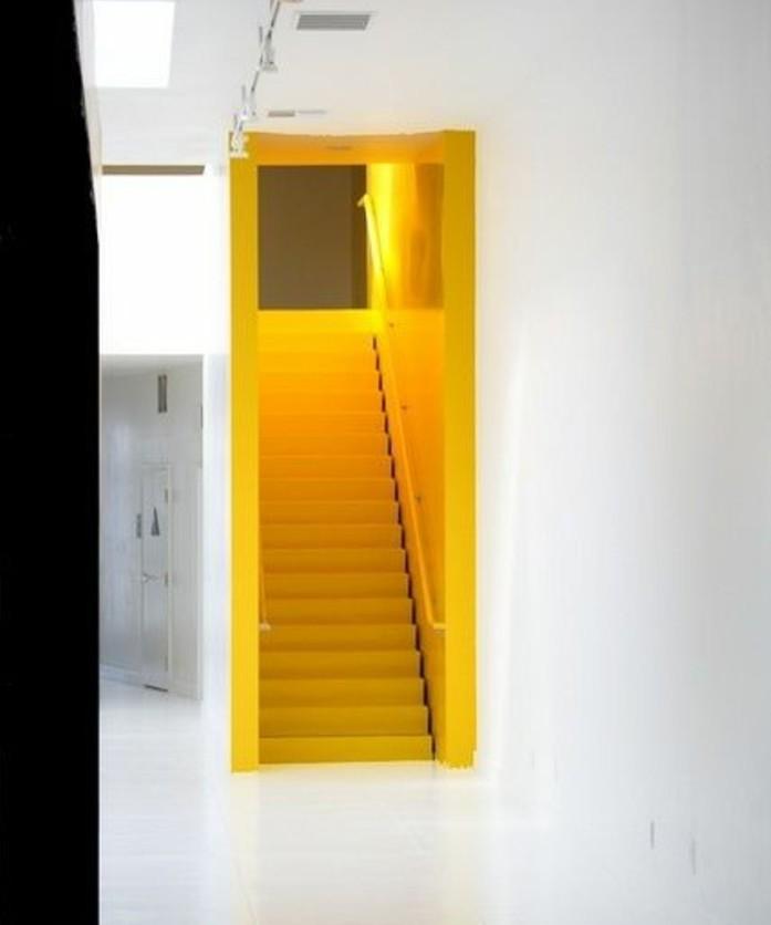 repeindre-un-escalier-idée-formidable-peinture-escalier-bois-en-jaune