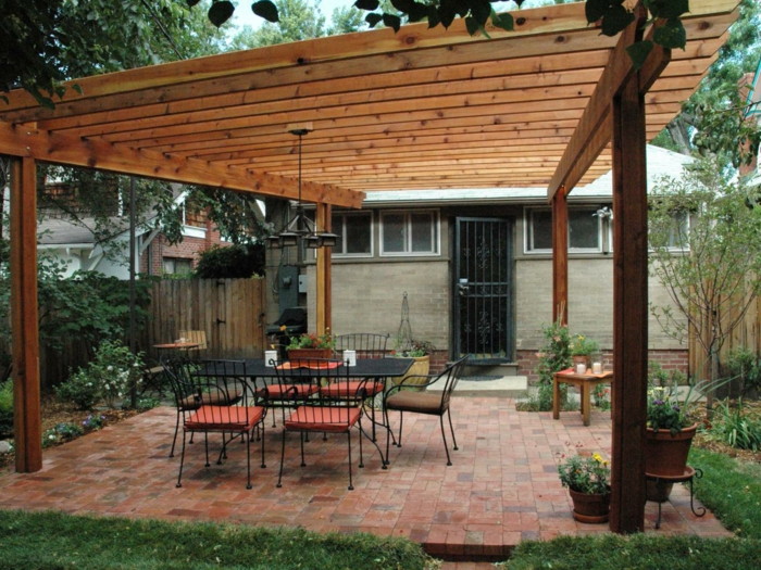 pergola-moderne-en-bois-autoportée-un-espace-parfait-pour-passer-l-apres-midi