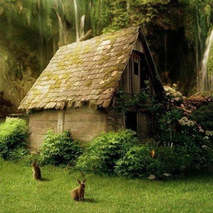43-deco Disney dans le jardin. Une maison et deux lapins