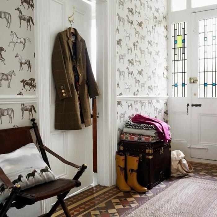 45-Papier peint couloir. Ornements en animaux
