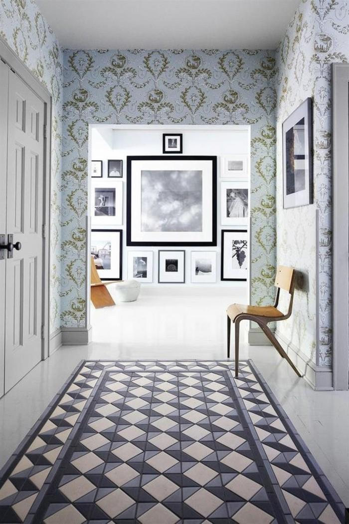 47-Papier peint couloir. Plancher en carre noirs et blanc