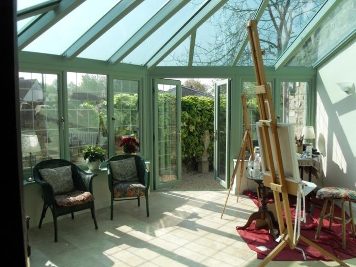 amenagement-veranda-en-atelier-d-artiste-idee-deco-formidable-ambiance-qui-réveille-la-créativité