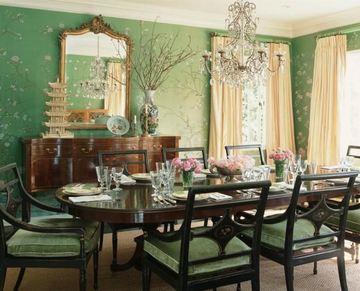 deco-salle-a-manger-très-élégante-mur-vert-à-jolis-motifs-floraux-table-en-bois-marron-sièges-chaise-vertes-salle-à-manger-luxe