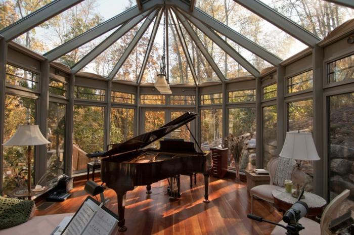 deco-veranda-traditionnelle-un-espace-où-on-peut-s-adonner-à-son-occupation-préférée-la-musique