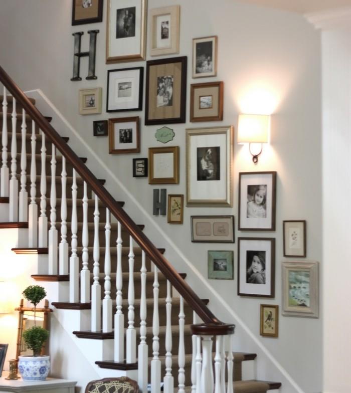 idee-deco-escalier-avec-des-photos-deco-escalier-esthétique-maison-de-campagne-escalier-bois-traditionnel