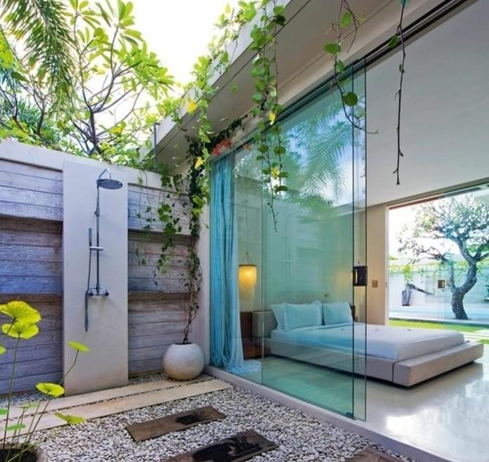 jolie-extension-maison-aménagée-en-chambre-à-coucher-deco-veranda-design-très-sobre