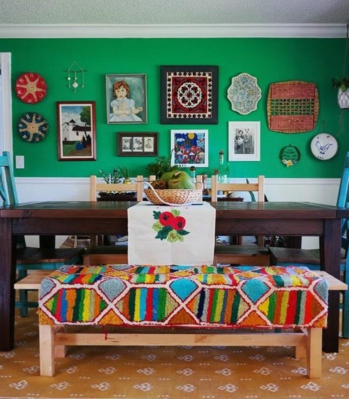 peinture-salle-à-manger-verte-meubles-en-bois-jolie-déco-murale-très-artistique