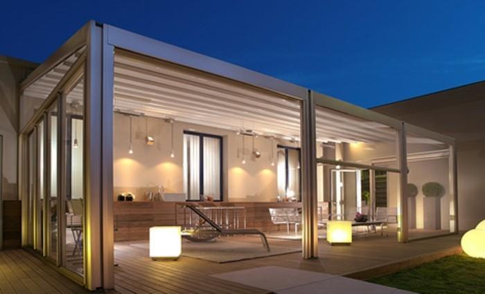 pergola-aluminium-blanche-plusieurs-sources-de-lumière-aménagement-exécuté-avec-beaucoup-de-soin