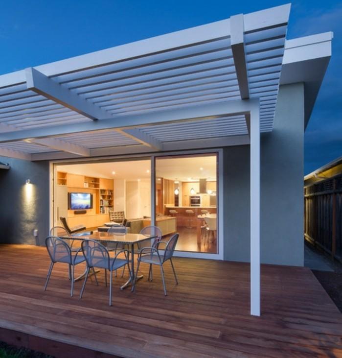 pergola-aluminium-blanche-une-solution-très-élégante-pour-une-maison-chic