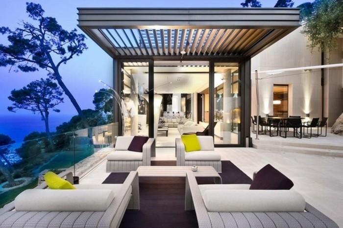 pergola-aluminium-super-luxueuse-décor-en-blanc-ambiance-chic-et-contemporaine