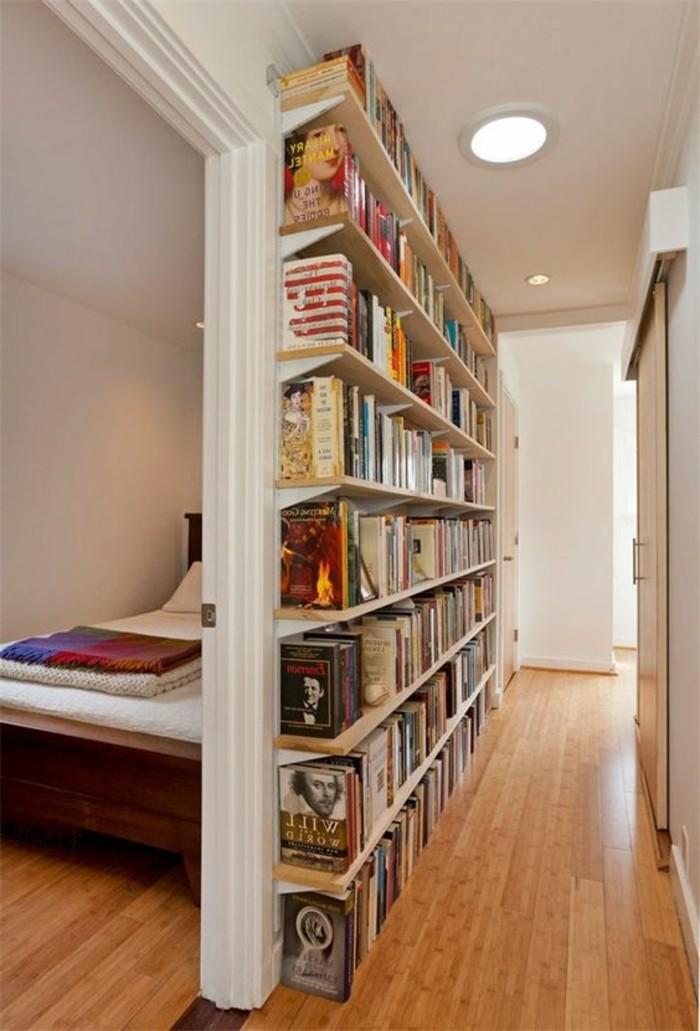 51-Papier peint couloir. Livres.