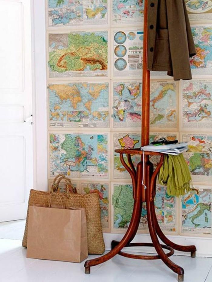 55-Papier peint couloir. Cartes geographiques.