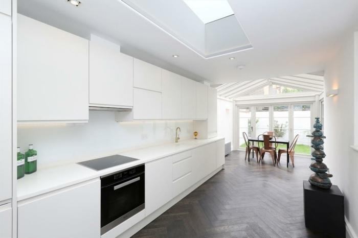 deco-veranda-ultra-moderne-lignes-épurées-veranda-aménagée-en-cuisine-et-salle-à-manger