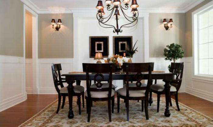 decoration-salle-à-manger-en-blanc-et-beige-lustre-somptueux-chaises-et-table-en-bois-marron-tapis-à-motifs-orientaux