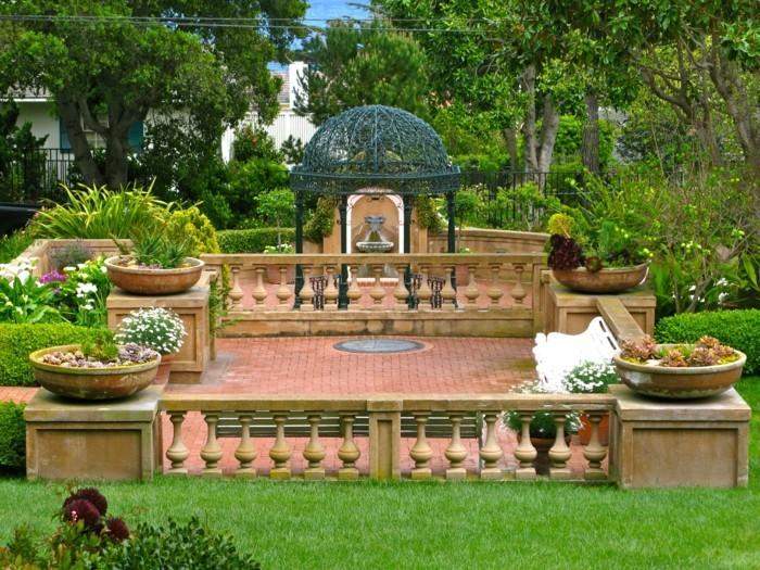 gloritte-sublime-qui-rehausse-la-beauté-de-ce-jardin-spectaculaire-un-paysage-pittoresque-pergola-fer-forgé