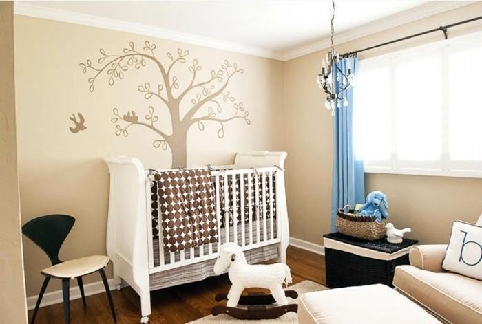 peinture-chambre-bébé-couleur-crème-avec-des-motifs-floraux-lit-bébé-blanc