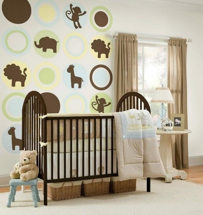 peinture-chambre-bébé-originale-motifs-animaux-sur-les-murs-meubles-marron-idee-deco-chambre-bébé-originale