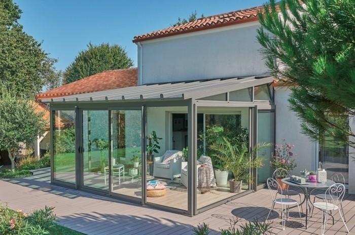 veranda-rideau-modele-de-veranda-ARCHITEKT-en-aluminium-solution-stylé-moderne-look-sophistiqué-toiture-débordante