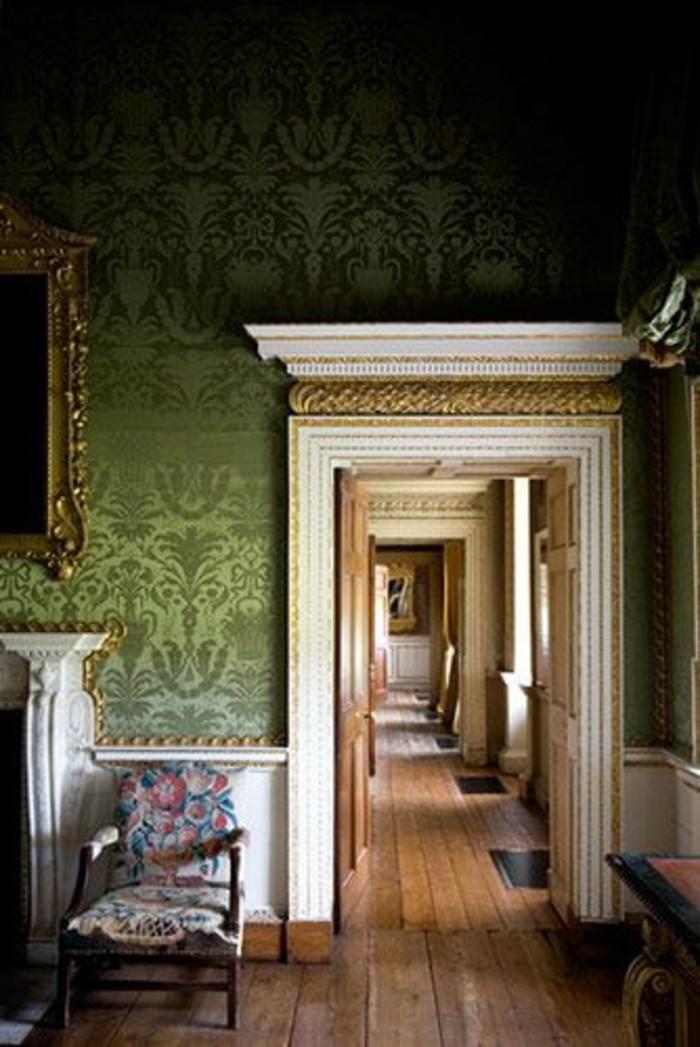 68-Papier peint couloir. Couleur verte.