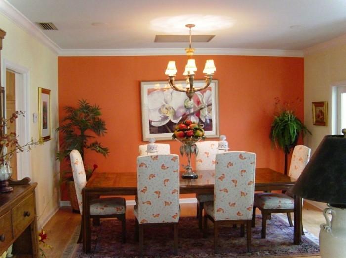 decoration-salle-a-manger-formidable-mur-d-accent-orange-table-en-bois-chaises-blanches-à-jolis-éléments-déco-tapis-oriental