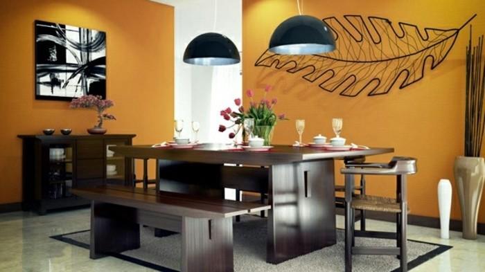 peinture-salle-à-manger-orange-une-feuille-d-arbre-idée-décorative-table-vaisselier-et-bancs-en-bois-atmosphère-accueillante