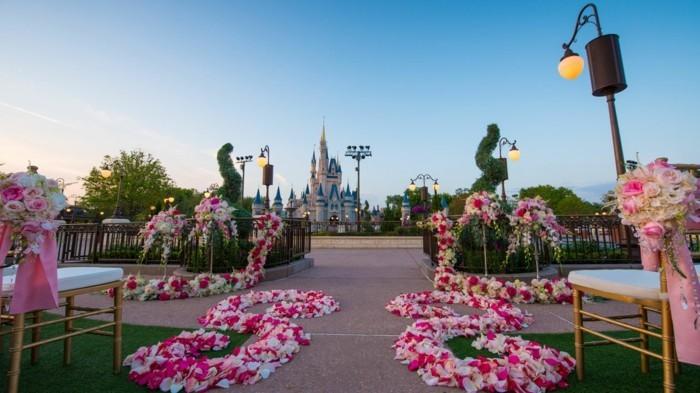 73-riche decoration Disney dans le jardin