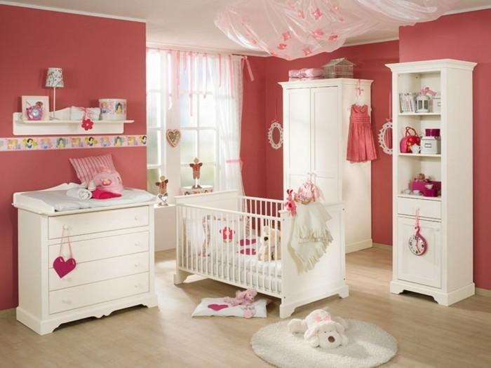 peinture-chambre-bébé-rouge-meubles-blancs-en-bois-commode-armoire-lit-à-barraux